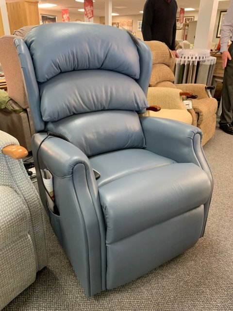 Clearance - Celebrity Westbury Std Dual Motor Riser Recliner with Massage in Leather